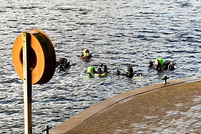 Divers at Stoney Cove